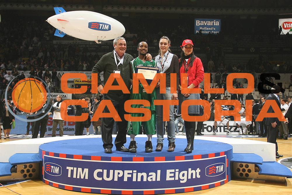 DESCRIZIONE : Bologna Final Eight 2008 Finale La Fortezza Virtus Bologna Air Avellino<br /> GIOCATORE : Marques Green Vincenzo Ercolino Best Assist Man <br /> SQUADRA : Air Avellino<br /> EVENTO : Tim Cup Basket For Life Coppa Italia Final Eight 2008 <br /> GARA : La Fortezza Virtus Bologna Air Avellino<br /> DATA : 10/02/2008 <br /> CATEGORIA : Premiazione<br /> SPORT : Pallacanestro <br /> AUTORE : Agenzia Ciamillo-Castoria/M.Marchi