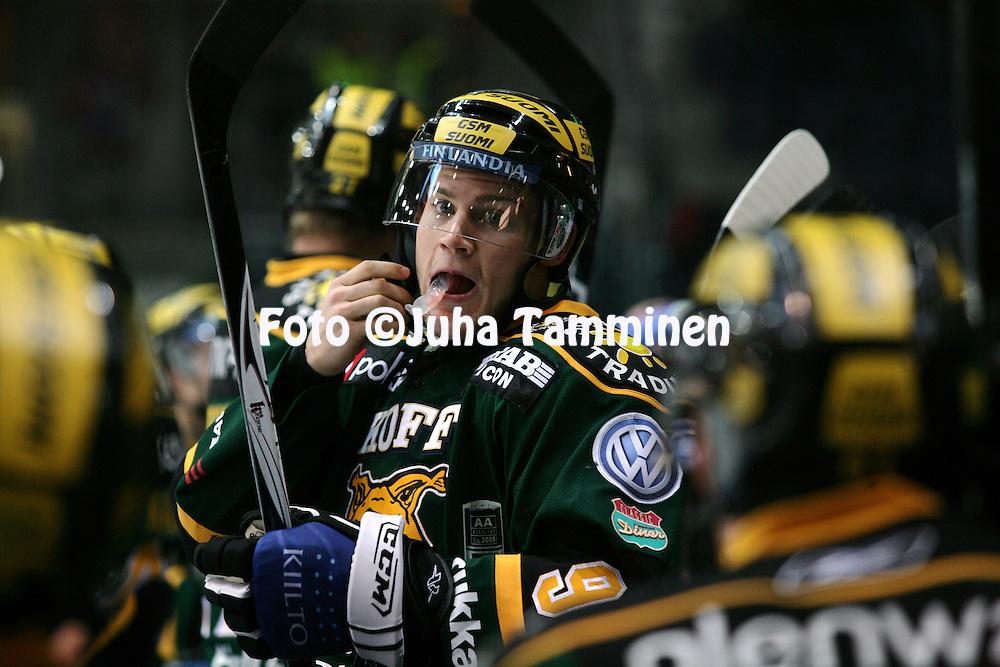 31.10.2008, Hakamets?n j??halli, Tampere..J??kiekon SM-liiga 2008-09..Ilves - Blues.Geoff Platt - Ilves.©Juha Tamminen.....ARK:k