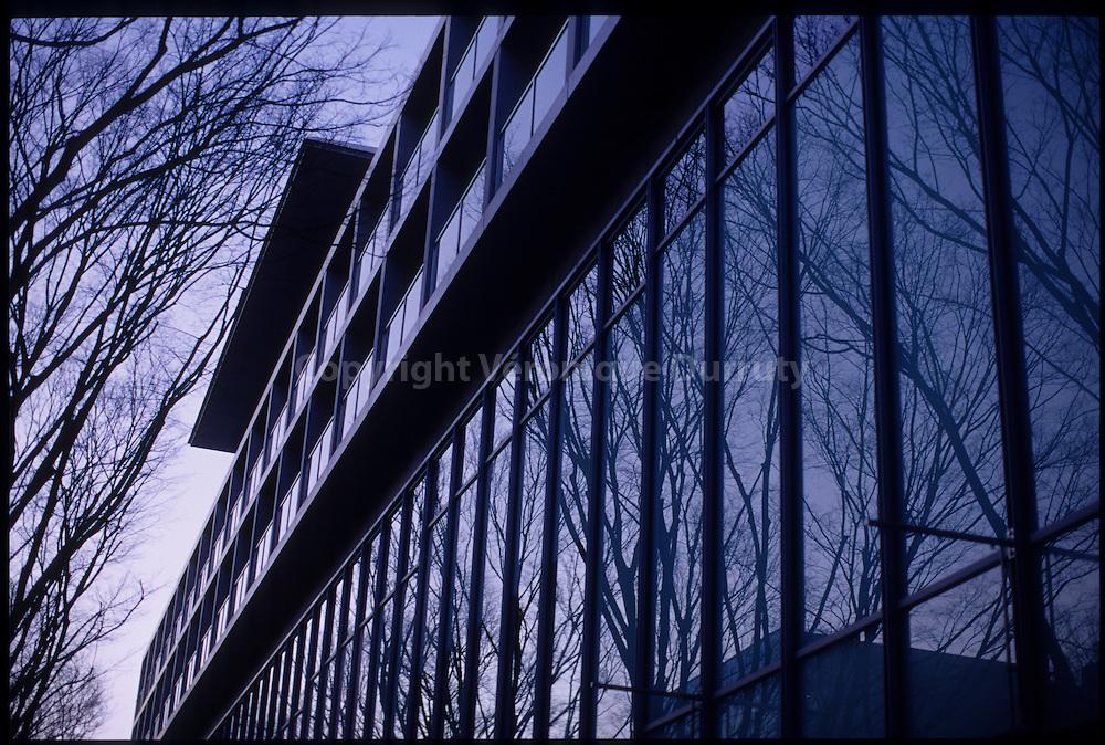 -Omotesando Hills-, designed by Tadao ANDO. Shibuya, Tokyo, Honshu, Japan / Immeuble -Omotesando Hills-, architecte Tadao ANDO. Shibuya, Tokyo, Honshu, Japon /