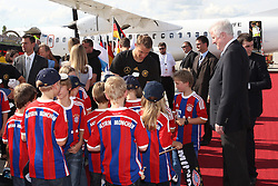 15.07.2014, Flughafen, Muenchen, GER, FIFA WM, Empfang der Weltmeister in Deutschland, Finale, im Bild Manuel Neuer #1 (Deutschland) gibt bei den Kindern Autogramme // during Celebration of Team Germany for Champion of the FIFA Worldcup Brazil 2014 at the Flughafen in Muenchen, Germany on 2014/07/15. EXPA Pictures © 2014, PhotoCredit: EXPA/ Eibner-Pressefoto/ Kolbert  *****ATTENTION - OUT of GER*****