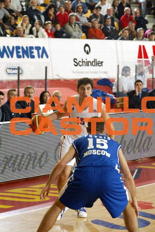 DESCRIZIONE : Roma Uleb Cup 2005-06 Lottomatica Virtus Roma Dinamo Mosca <br /> GIOCATORE : Bodiroga <br /> SQUADRA : Lottomatica Virtus Roma <br /> EVENTO : Uleb Cup 2005-2006 <br /> GARA : Lottomatica Virtus Roma Dinamo Mosca <br /> DATA : 15/11/2005 <br /> CATEGORIA : Palleggio <br /> SPORT : Pallacanestro <br /> AUTORE : Agenzia Ciamillo-Castoria/G.Ciamillo