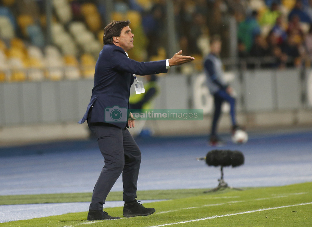 August 24, 2017 - Maritimo head coach Daniel António Lopes Ramos gestures during the Europa League second play-off soccer match between FC Dynamo Kyiv and FC Maritimo, at the Olimpiyskyi stadium in Kyiv, Ukraine, August 24, 2017. (Credit Image: © Anatolii Stepanov via ZUMA Wire)
