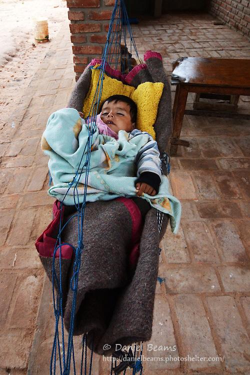 Baby in a hammock in Isosog