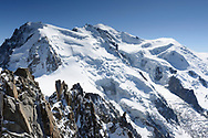 The north faces of the Mont Blanc du Tacul, Mont Maudit, Mont Blanc and Dome du Gouter with the Glacier des Bossons, seen from the Aiguille du Midi, Chamonix, France / Impressionen beim Lac Blanc oberhalb von Chamonix, Mont-Blanc, an einem Spätsommertag im September