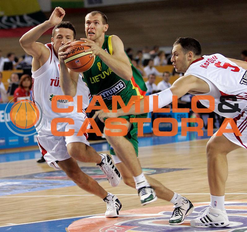 DESCRIZIONE : Palma di Maiorca Palma de Mallorca Spagna Spain Eurobasket Men 2007 Turchia Lituania Turkey Lithuania <br /> GIOCATORE : Ramunas Siskauskas <br /> SQUADRA : Lituania Lithuania <br /> EVENTO : Eurobasket Men 2007 Campionati Europei Uomini 2007 <br /> GARA : Turchia Lituania Turkey Lithuania <br /> DATA : 03/09/2007 <br /> CATEGORIA : Penetrazione <br /> SPORT : Pallacanestro <br /> AUTORE : Ciamillo&amp;Castoria/T.Wiedensohler <br /> Galleria : Eurobasket Men 2007 <br /> Fotonotizia : Palma de Mallorca Spagna Spain Eurobasket Men 2007 Turchia Lituania Turkey Lithuania <br /> Predefinita :