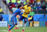 v.l. Torwart Guillermo Ochoa, Neymar (Brasilien)<br /> Fussball, FIFA WM 2014 in Brasilien, Vorrunde, <br /> Brasil - Mexico<br /> <br /> Norway only