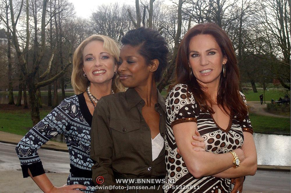 NLD/Amsterdam/20070308 - Persviewing Ex Wives Club, Esther Kreukniet, Sylvana Simons, Rosalie van Breemen