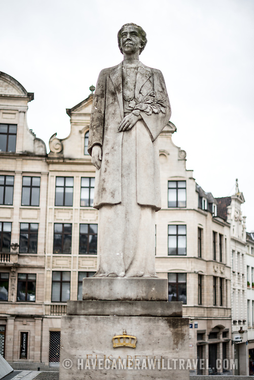 A statue of Elisabeth of Bavaria, Queen of Belgium (1876-1965) at the foot of the Mont des Arts in downtown Brussels, Belgium. She stands across the street facing a statue of her husband Albert I of Belgium.