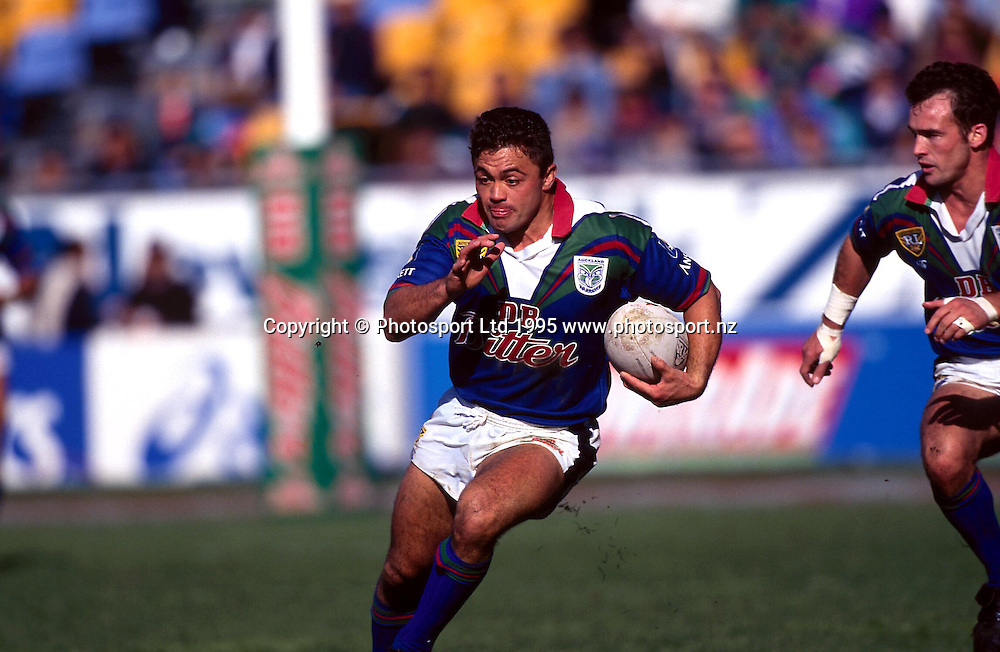 Whetu Taewa in action for the Warriors during the rugby league Winfield Cup match against Balmain, 1995. Photo: Andrew Cornaga/PHOTOSPORT