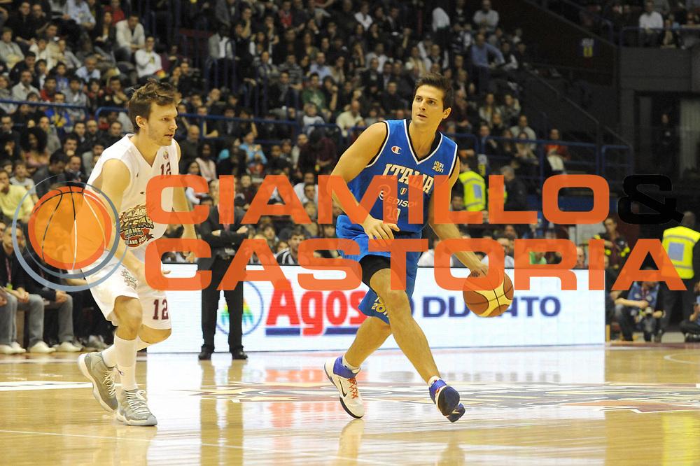 DESCRIZIONE : Milano Agos Ducato All Star Game 2011<br /> GIOCATORE : Andrea Cinciarini<br /> SQUADRA : Italia Nazionale Maschile<br /> EVENTO : All Star Game 2011<br /> GARA : Italia All Star Team<br /> DATA : 13/03/2011<br /> CATEGORIA : Palleggio<br /> SPORT : Pallacanestro<br /> AUTORE : Agenzia Ciamillo-Castoria/ L.Goria<br /> Galleria : FIP Nazionali 2011<br /> Fotonotizia :  Milano Agos Ducato All Star Game 2011<br /> Predefinita :
