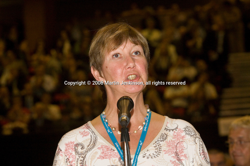 Judy Moorhouse, NUT, speaking at the TUC 2006...© Martin Jenkinson, tel 0114 258 6808 mobile 07831 189363 email martin@pressphotos.co.uk. Copyright Designs & Patents Act 1988, moral rights asserted credit required. No part of this photo to be stored, reproduced, manipulated or transmitted to third parties by any means without prior written permission