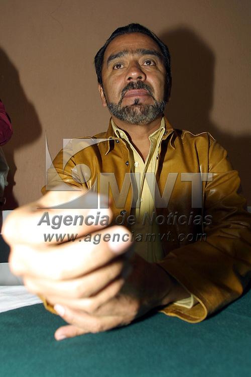 Toluca, M&eacute;x.- Francisco Hernandez Juarez, lider del sindicato nacional de Telefonistas durante una reunion con empleados de la seccion Toluca. Agencia MVT / Mario V&aacute;zquez de la Torre. (DIGITAL)<br /> <br /> NO ARCHIVAR - NO ARCHIVE