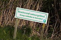 SCHIPLUIDEN - 2017 -  Natuurgebied beschermd, niet betreden, verboden, niet zoeken, Golfbaan DELFLAND . COPYRIGHT KOEN SUYK