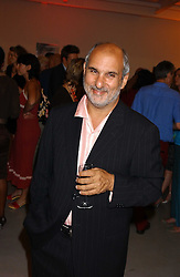ALAN YENTOB at a party to celebrate the publication of 'Shalimar The Clown' by Salman Rushdie, held at the David Gill Galleries, 3 Loughborough Street, London SE11 on 7th September 2005.<br /><br />NON EXCLUSIVE - WORLD RIGHTS