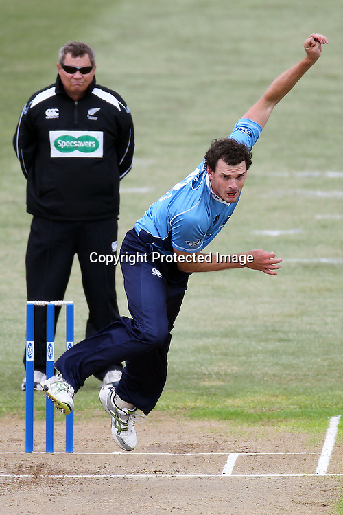 Kyle Mills bowls during the Ford Trophy match between the Auckland Aces and Canterbury Wizards. Men's domestic one day cricket. Colin Maiden Park, Auckland, New Zealand. Wednesday 14 December 2011. Ella Brockelsby / photosport.co.nz