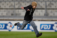FOOTBALL - FRENCH LEAGUE CUP 2011/2012 - 1/8 FINAL - OLYMPIQUE MARSEILLE v RC LENS - 25/10/2011 - PHOTO PHILIPPE LAURENSON / DPPI - STREAKER