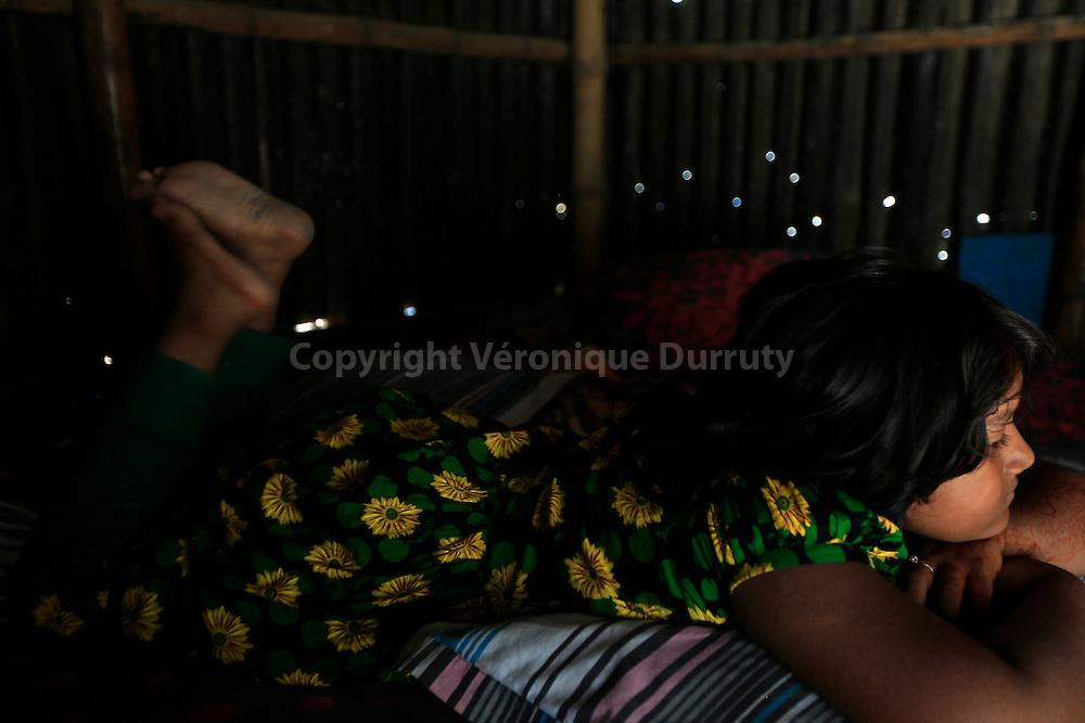 With about 1800 girls, Daulotdia brothel is one of the biggest brothels in the world. young girl, daughter of prostitute, on her bed - she's sharing the bed of her mum, and in the street or with other prostitute when there is a client // Avec environ 1800 filles, le bordel de Daulotdia au Bangladesh est l un des plus grands bordels du monde. Petite fille, enfant de prostituee, sur le lit de sa mere. Elle partage de lit de sa mere et est dans la rue ou chez dautres prostituees si sa mere reçoit un client