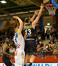 17.05.2015, Walfersamhalle, Kapfenberg, AUT, ABL, ece Bulls Kapfenberg vs magnofit Guessing Knights, 3. Semifinale, im Bild Filip Kreamer (Kapfenberg) Todorov Kostov Chavdar (Guessing) // during the Austrian Basketball League, 3th semifinal, between ece Bulls Kapfenberg and magnofit Guessing Knights at the Sportscenter Walfersam, Kapfenberg, Austria o00000n 2015/05/17, EXPA Pictures © 2015, PhotoCredit: EXPA/ Dominik Angerer