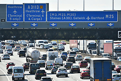 © Licensed to London News Pictures. 25/08/2017. London, UK. Traffic builds up on the M25 southbound near Heathrow Airport, as the August bank holiday begins. <br />