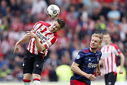 (L-R) Marco van Ginkel of PSV, Siem de Jong of Ajax during the Dutch Eredivisie match between PSV Eindhoven and Ajax Amsterdam at the Phillips stadium on April 15, 2018 in Eindhoven, The Netherlands