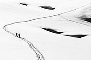 Impressionen von einer Skitour vom Urner Boden auf den Gemsfairenstock  und weiter über das Tüfelsjoch auf die Passstrasse vom Klausen. Alpinsiten auf dem Claridenfirn südlich des Bocktschingels. Alpinisten auf dem Claridenfirn im Aufstieg Richtung Tüfelsjoch.