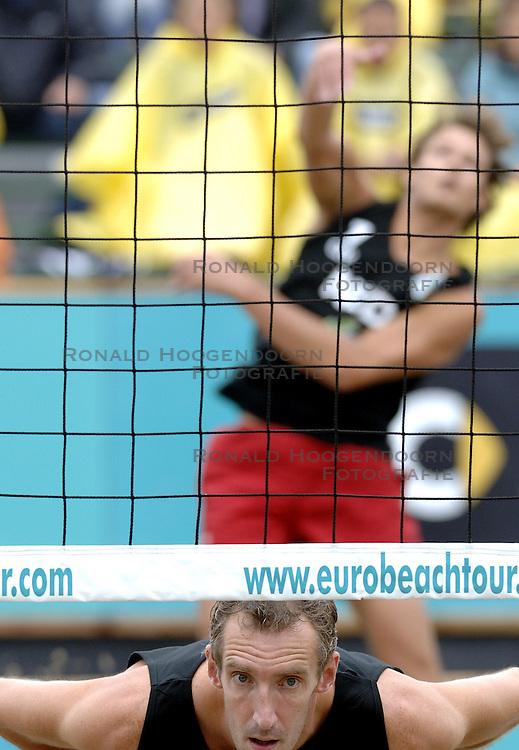 25-08-2006: VOLLEYBAL: NESTEA EUROPEAN CHAMPIONSHIP BEACHVOLLEYBALL: SCHEVENINGEN<br /> Richard Schuil<br /> ©2006-WWW.FOTOHOOGENDOORN.NL