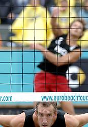 25-08-2006: VOLLEYBAL: NESTEA EUROPEAN CHAMPIONSHIP BEACHVOLLEYBALL: SCHEVENINGEN<br /> Richard Schuil<br /> &copy;2006-WWW.FOTOHOOGENDOORN.NL