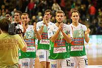 Schlussapplaus der Spieler von FrischAuf Goeppingen, v.l.n.r. Marcel Schiller (FAG), Jens Schoengarth (FAG), Andreas Berg (FAG)