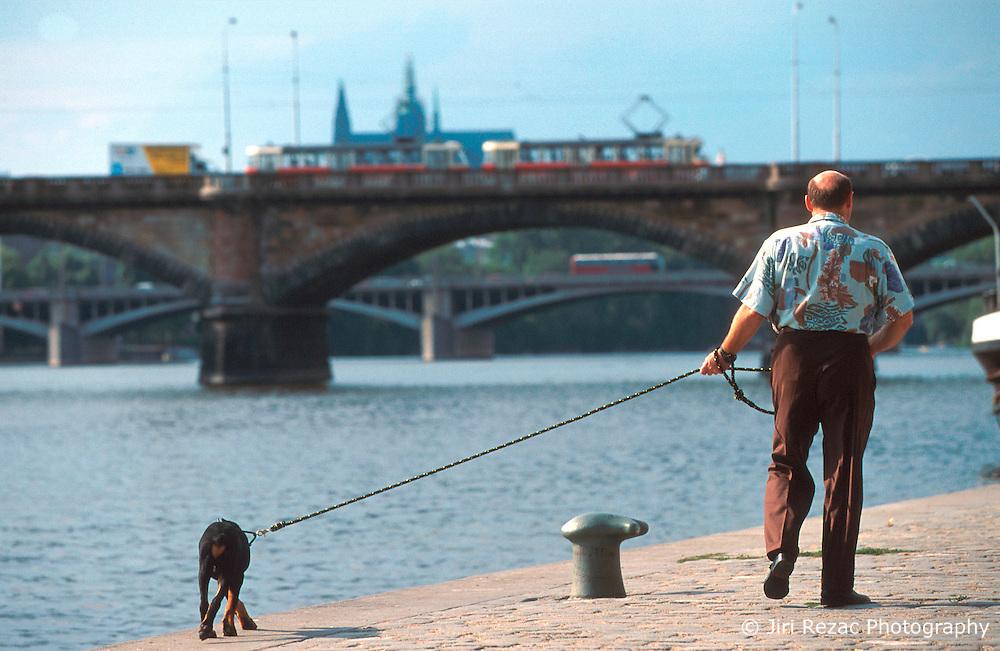CZECH REPUBLIC PRAGUE JUL00 - An man walks his dog at the banks of the Vltava river in Prague.. . jre/Photo by Jiri Rezac.  . © Jiri Rezac 2000. . Tel:   +44 (0) 7050 110 417. Email: info@jirirezac.com. Web:   www.jirirezac.com