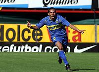 Fotball<br />26/10/03 BOCA JUNIORS (2 ) Vs. ESTUDIANTES (0 ). Football - Argentina. Eleventh match of the Torneo Apertura 2003. <br />CARLOS TEVEZ is celebranting a goal<br />Foto: Digitalsport