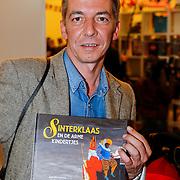 NLD/Amsterdam/20121113 - Presentatie DE Sinterklaasboekjes 2012, Carll Cneut met zijn boek