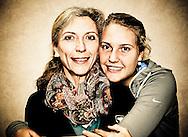 ITF Bueschl  Open 2012, ITF Women's Circuit Damen Hallen Tennis Turnier in Ismaning,Antonia Lottner (GER) umarmt ihre Mutter Renate,Portrait,.Halbkoerper,Querformat,privat,Familie,
