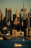 New York Manhattan  skyline and Midtown, view from New Jersey.  times square buildings - United states / le skyline de Manhattan Midtown vu depuis le New Jersey Etats-unis