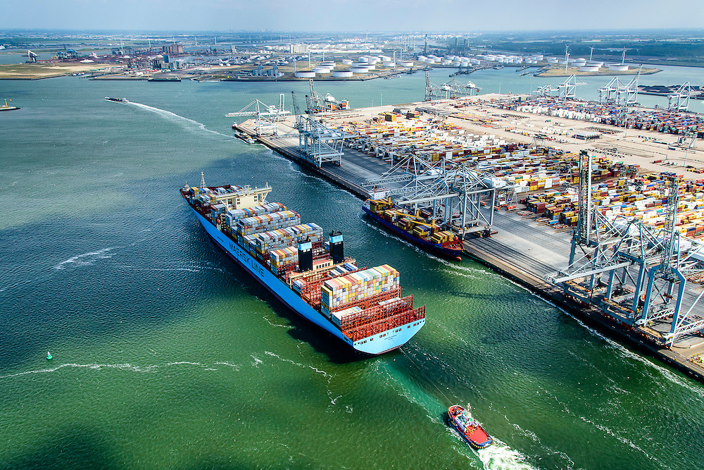 Nederland, Zuid-Holland, Rotterdam, 10-06-2015; Container Ship Morten van Maersk Line verlaat de APM terminal aan de Europahaven op de Maasvlakte. Het schip is onderweg naar open zee en wordt geassisteerd door twee sleepboten van Iskes.<br /> Containership Morten Maersk Line leaves the APM terminal at the Europe harbour on the Maasvlakte. The ship is on its way to open sea and is assisted by two tugs from Iskes.<br /> <br /> luchtfoto (toeslag op standard tarieven);<br /> aerial photo (additional fee required);<br /> copyright foto/photo Siebe Swart