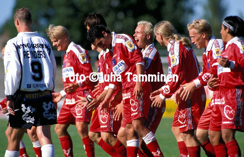 08.08.1999, Pori, Finland..Veikkausliiga / Finnish League.FC Jazzin juhlii, oikealta Victor Dub?n, Rami Nieminen, Kim Suominen, Ville Lehtinen, Hasan Cetinkaya. .©JUHA TAMMINEN