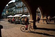 PORTUGAL, NORTH, MINHO Guimaraes, Praca Da Oliveira