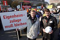 07 NOV 2002, BERLIN/GERMANY:<br /> Wolfgang Werner (L) und Andreas Viebrock (R), Viebrockhaus AG, Demonstration gegen die Kuerzung der Eigenheimzulage, am Startpunkt Alexanderplatz<br /> IMAGE: 20021107-01-006<br /> KEYWORDS: Demo, Bau, Baugewerbe, Kürzung, Demostrant, demonstrator, Subventionen