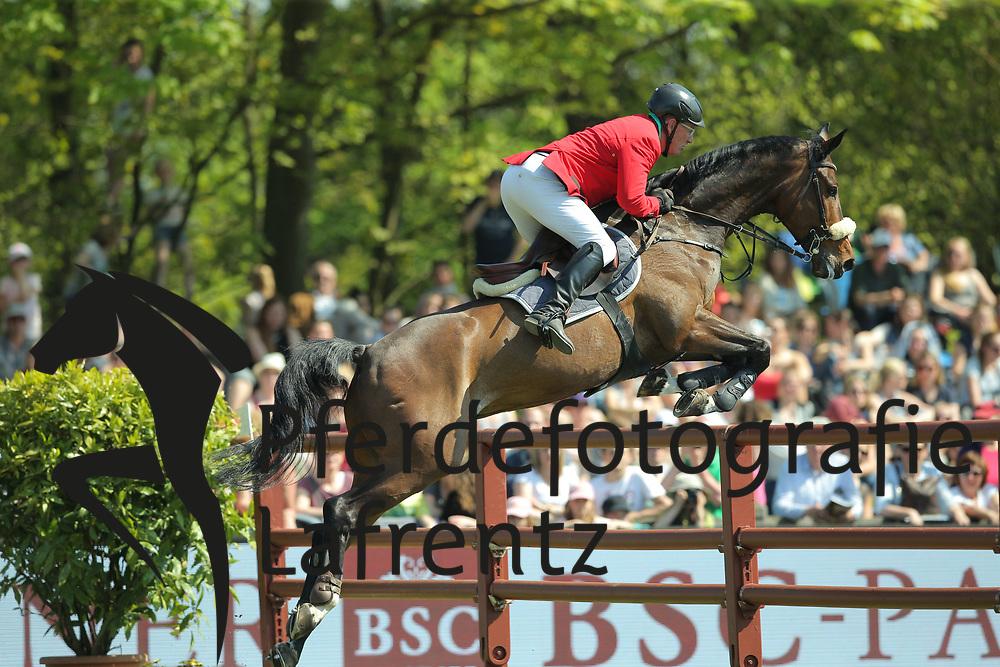 Hamburg - Hamburger Derby 2016<br /> Ottens, Hans-J&ouml;rn (GER) DSP Crashman<br /> &copy; Stefan Lafrentz