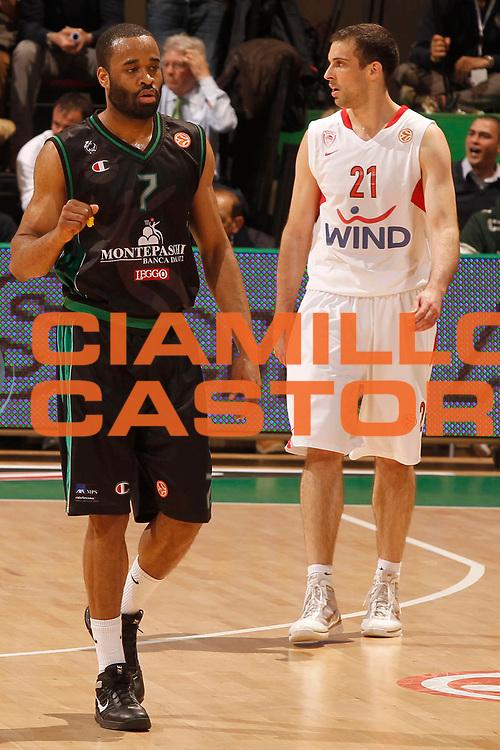 DESCRIZIONE : Siena Eurolega 2010-11 Playoffs Gara 4 Montepaschi Siena Olympiacos<br /> GIOCATORE : Malik Hairston<br /> SQUADRA : Montepaschi Siena<br /> EVENTO : Eurolega 2010-2011<br /> GARA : Montepaschi Siena Olympiacos<br /> DATA : 31/03/2011<br /> CATEGORIA : esultanza<br /> SPORT : Pallacanestro <br /> AUTORE : Agenzia Ciamillo-Castoria/P.Lazzeroni<br /> Galleria : Eurolega 2010-2011<br /> Fotonotizia : Siena Eurolega 2010-11 Playoffs Gara 4 Montepaschi Siena Olympiacos<br /> Predefinita :