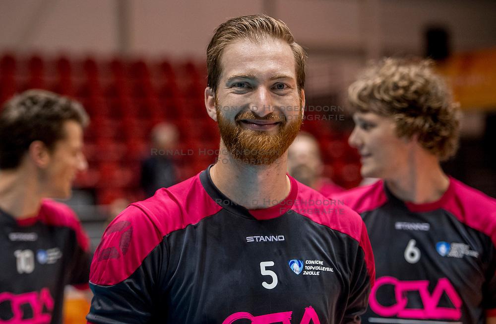 02-10-2016 NED: Supercup Abiant Lycurgus - Coniche Topvolleybal Zwolle, Doetinchem<br /> Lycurgus wint de Supercup door Zwolle met 3-0 te verslaan / Jelle Hilarius #5 of Coníche Zwolle