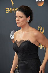 Neve Campbell bei der Verleihung der 68. Primetime Emmy Awards in Los Angeles / 180916<br /> <br /> *** 68th Primetime Emmy Awards in Los Angeles, California on September 18th, 2016***