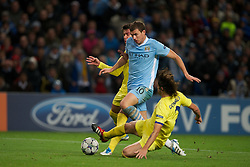 18.10.2011, City of Manchester Stadion, Manchester, ENG, UEFA CL, Gruppe A, Manchester City (ENG) vs FC Villarreal (ESP), im Bild Manchester City's Edin Dzeko in action against Villarreal CF's Gonzalo Rodriguez // during UEFA Champions League group A match between Manchester City (ENG) vs FC Villarreal (ESP) at City of Manchester Stadium, Manchaster, United Kingdom on 18/10/2011. EXPA Pictures © 2011, PhotoCredit: EXPA/ Propaganda Photo/ David Rawcliff +++++ ATTENTION - OUT OF ENGLAND/GBR+++++