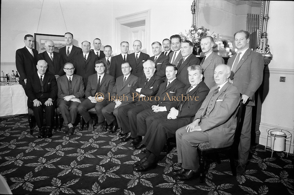 11/01/1963<br /> 01/11/1963<br /> 11 January 1963<br /> Bord Bainne (Irish Dairy Produce Board) meet Northern Ireland Milk Board to discuss problems of mutual interest at the Shelbourne Hotel, Dublin. A group picture of the attendees at the meeting.