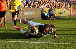 Semesa Rokoduguni of Bath Rugby scores a consolation try - Mandatory byline: Robbie Stephenson/JMP - 07966386802 - 31/10/2015 - RUGBY - Recreation Ground -Bath,England - Bath Rugby v Harlequins - Aviva Premiership