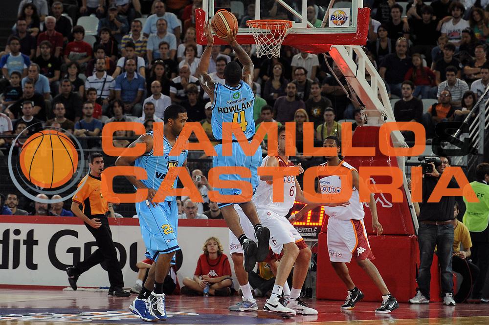 DESCRIZIONE : Roma Lega A 2009-10 Lottomatica Virtus Roma Vanoli Cremona<br /> GIOCATORE : Earl Jerrod Rowland<br /> SQUADRA : Vanoli Cremona<br /> EVENTO : Campionato Lega A 2009-2010 <br /> GARA : Lottomatica Virtus Roma Vanoli Cremona<br /> DATA : 11/10/2009<br /> CATEGORIA : Tiro<br /> SPORT : Pallacanestro <br /> AUTORE : Agenzia Ciamillo-Castoria/G.Vannicelli