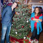 NLD/Hilversum/20121207 - Skyradio Christmas Tree, Victor Brand en Patty Brard bij hun kerstboom