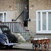 Nederland, Amsterdam , 9 maart 2015.<br /> Figuranten van de Duitse filmproductie omtrent Anne Frank tijdens de pauze op het Merwedeplein.<br /> Foto:Jean-Pierre Jans
