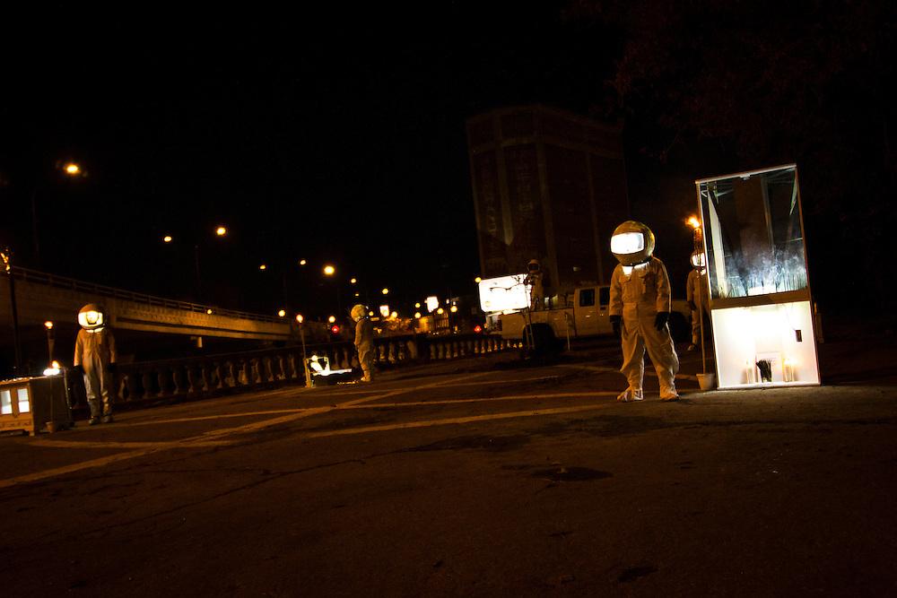 PRISM, Rituel Théâtral, Sous le viaduc Van Horne à l'angle de Saint-Laurent, Samedi le 17 octobre 2015