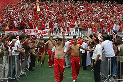 A equipe do Internacional, campeã do mundial interclubes da FIFA comemora com a sua torcida em Porto Alegre. FOTO: Jefferson Bernardes/Preview.com