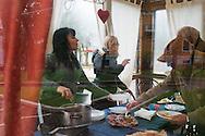 L'Aquila, Italai - 31 marzo 2013. Aquilani si riuniscono in uno dei pochi bar aperti della città per fare colazione il giorno di Pasqua..Ph. Roberto Salomone Ag. Controluce
